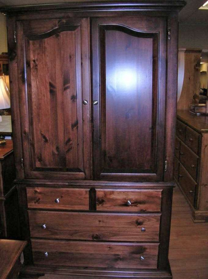 Pine Rideau Collection Crown Top Armoire